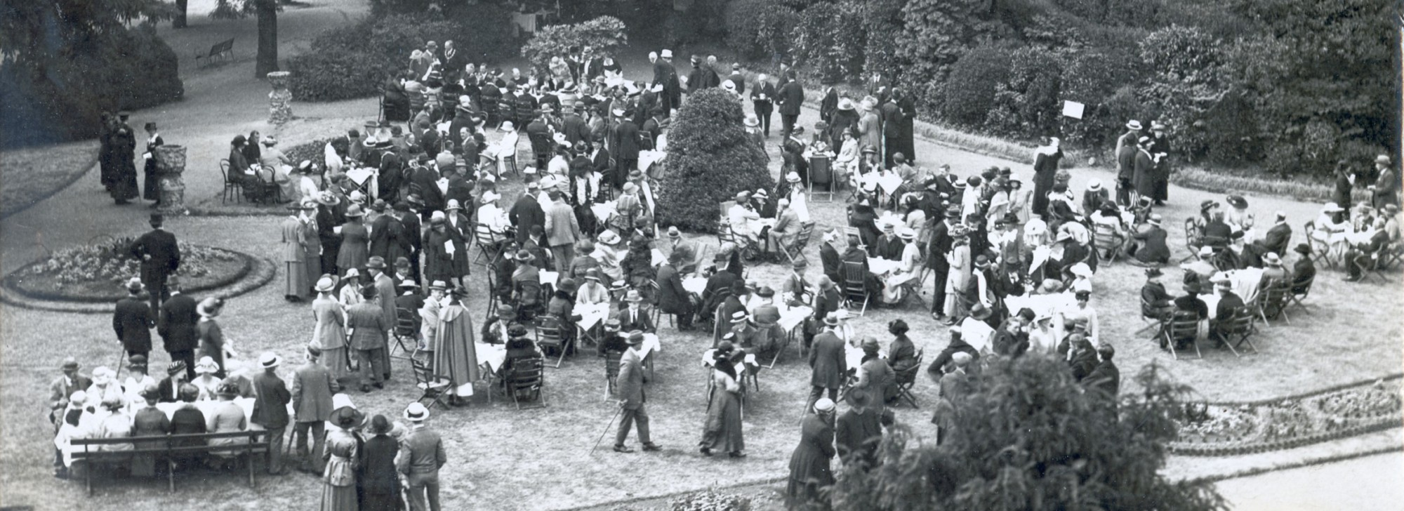 Reading Abbey octocentery celebrations in Forbury Gardens 18 june 1921, local studies collection